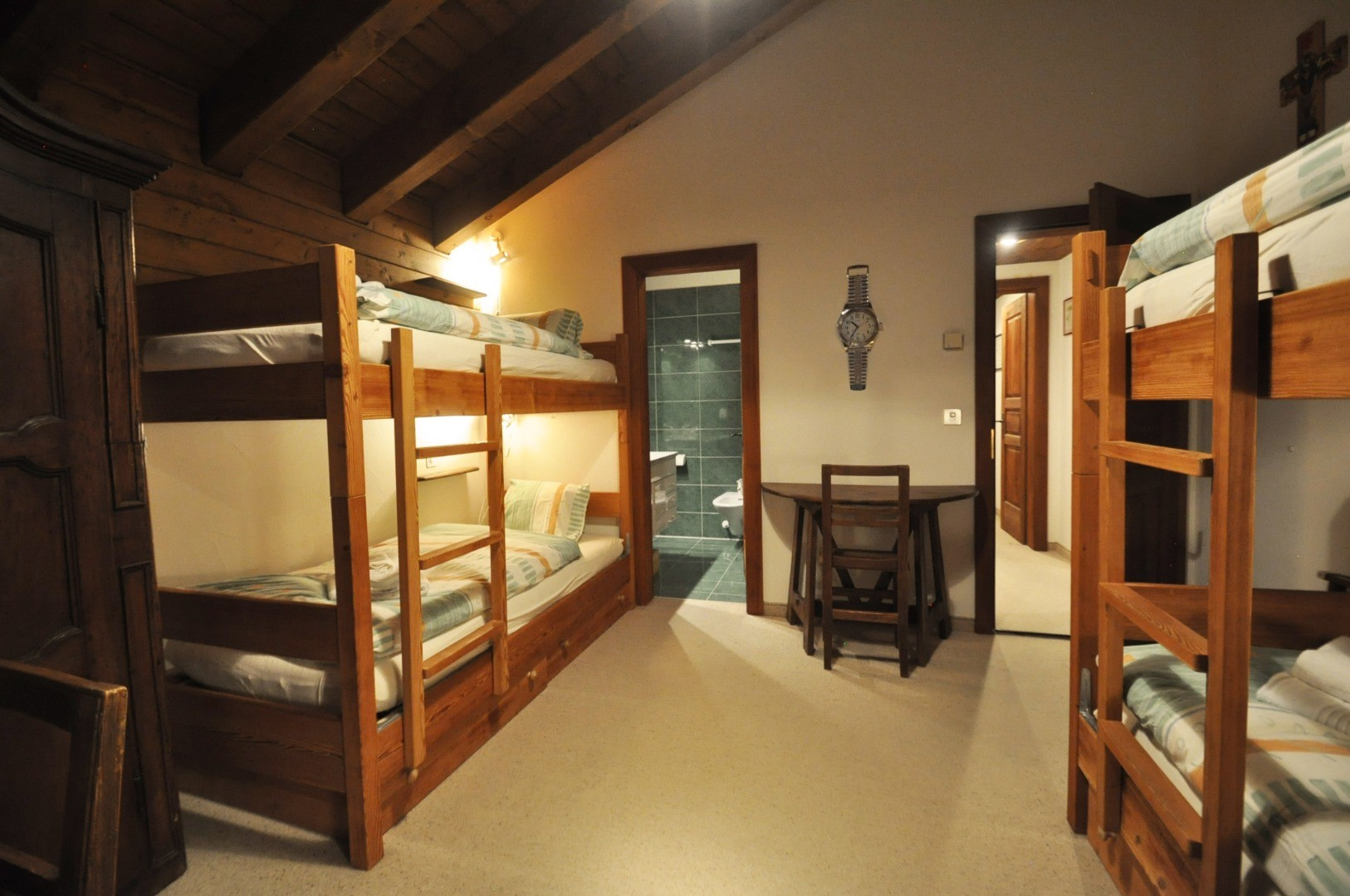 ZermattCervinoMiddleBedroom1.jpg