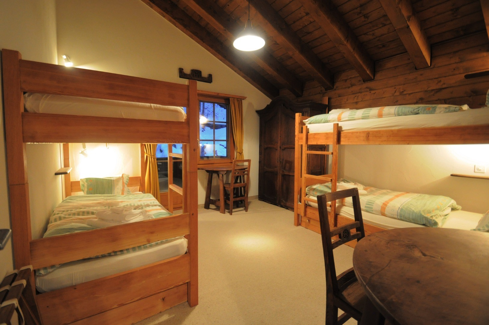 ZermattCervinoMiddleBedroom4.jpg