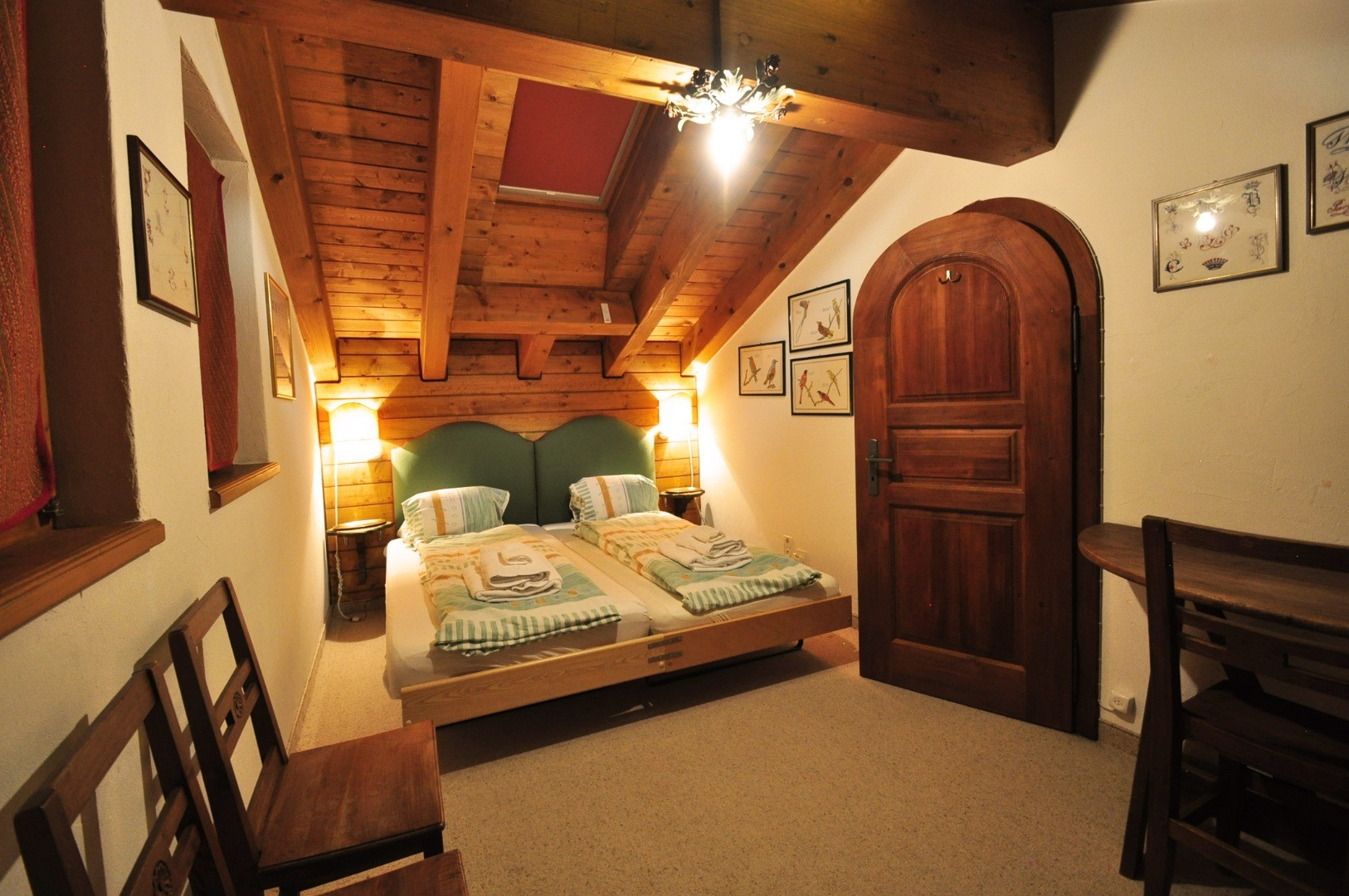 ZermattCervinoUpstairsBedroom2.jpg
