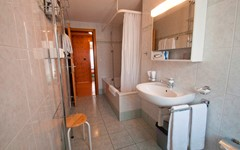 DB.BREITHORN.BATHROOM.MIDDLE (1).JPG