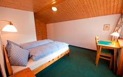 DB.BREITHORN.BEDROOM.LEFT (1).JPG