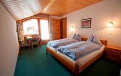 DB.BREITHORN.BEDROOM.LEFT (3).JPG