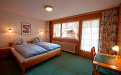 DB.BREITHORN.BEDROOM.RIGHT (1).JPG