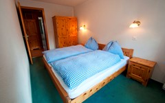 DB.BREITHORN.BEDROOM.MIDDLE (2).JPG