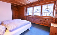 MAIN BEDROOM.jpg